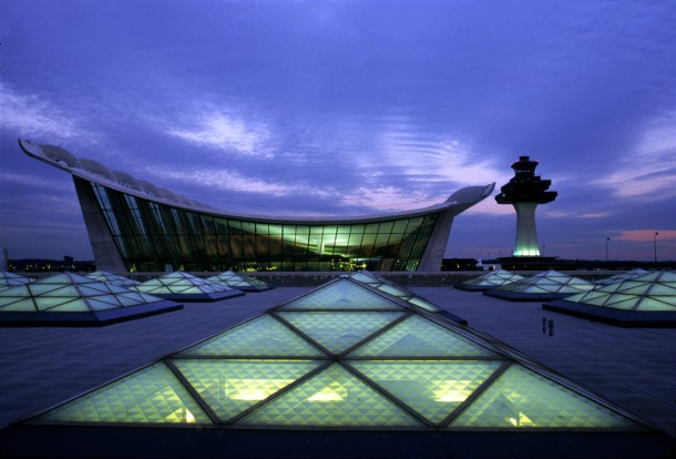 Virginia Duran Blog- Amazing Airports- Dulles International Airport by Eero Saarinen Exterior