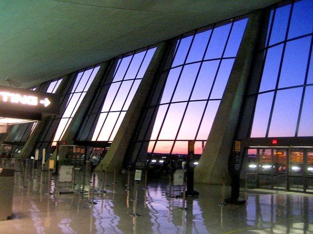Virginia Duran Blog- Amazing Airports- Dulles International Airport by Eero Saarinen Interior