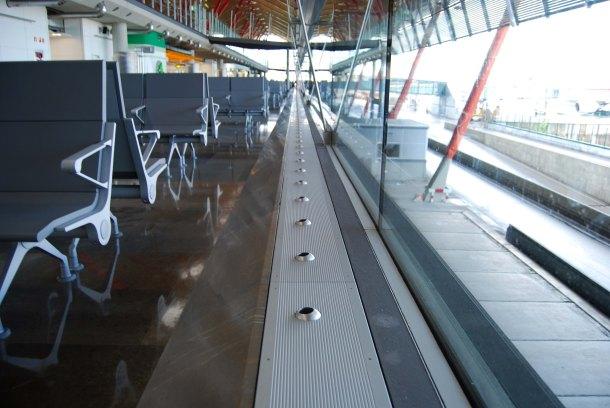 Virginia Duran Blog- Richard Rogers + Estudio Lamela- Madrid Airport- Detail Façade