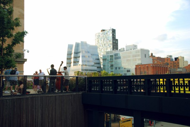Virginia Duran Blog- Amazing Buildings You Shouldn't Miss Around The High Line- IAC building by Frank Gehry New York