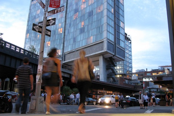 Virginia Duran Blog- Amazing Buildings You Shouldn't Miss Around The High Line- Standard Hotel by Polshek Partnership Architects - New York