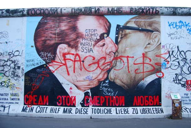 Virginia Duran Blog- Beautiful Berlin- Photography- Berlin Wall Gay Men Kissing
