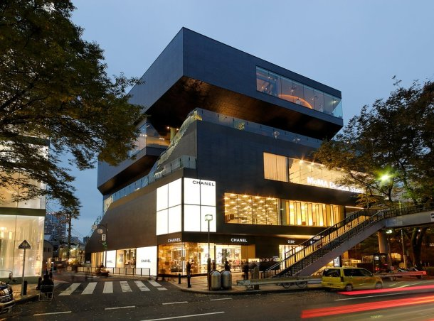 Virginia Duran Blog- 20 Amazing Fashion Stores Designed by Famous Architects- Gyre Shopping Ceneter by MVRDV