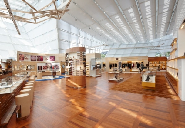 Virginia Duran Blog- 20 Amazing Fashion Stores Designed by Famous Architects- Louis Vuitton Marina Interior