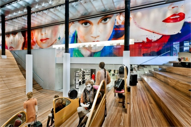 Virginia Duran Blog- 20 Amazing Fashion Stores Designed by Famous Architects- Prada by OMA 2