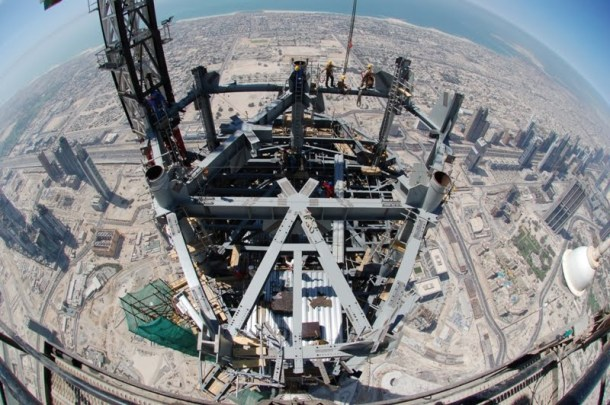 Virginia Duran Blog- Photography 10 Great Buildings Under Construction- Burj Khalifa top