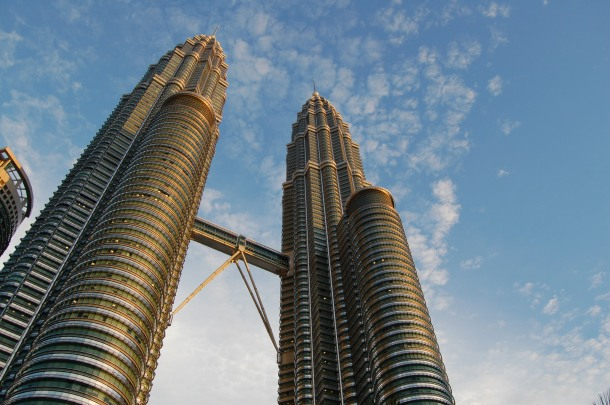 Virginia Duran Blog- Photography 10 Great Buildings Under Construction- Petronas Towers by Cesar Pelli 2