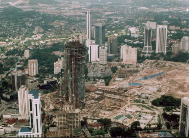 Virginia Duran Blog- Photography 10 Great Buildings Under Construction- Petronas Towers by Cesar Pelli