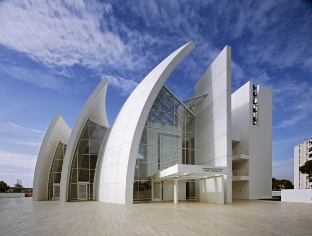 Virginia Duran Blog- The 8 Newest Buildings of Rome- Parrocchia Dio Padre Misericordioso by Richard Meier exterior