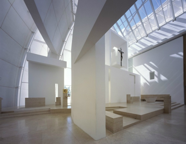 Virginia Duran Blog- The 8 Newest Buildings of Rome- Parrocchia Dio Padre Misericordioso by Richard Meier interior
