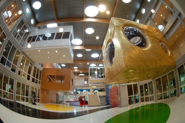 Het nieuwe gebouw van de Niekée school aan de Oranjelaan 300 in Roermond