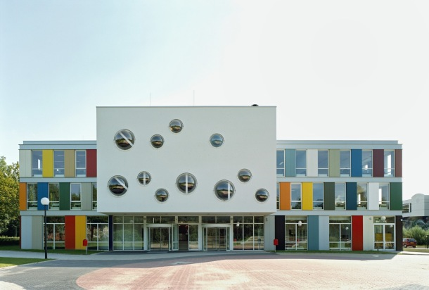 Virginia Duran Blog- Amazing and Colorful Buildings- Niekee School