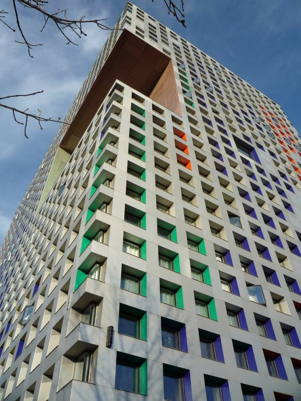 Virginia Duran Blog- Amazing and Colorful Buildings- Simmons Hall by Steven Holl Corner