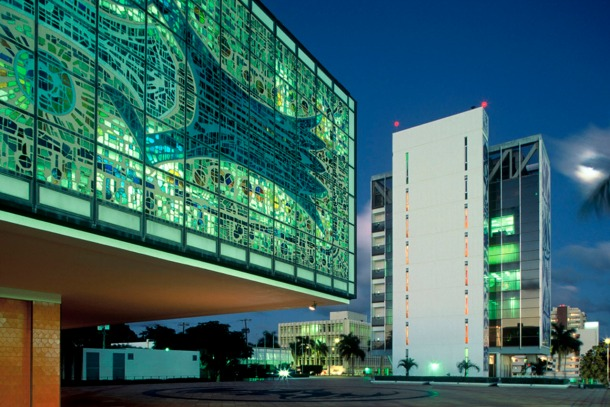 Virginia Duran Blog- 23 Spots You Shouldn't Miss in Miami If You Love Architecture- Bacardi Building by Enrique Gutierrez- Photo_by_Robin_Hill_©_www.robinhill.net