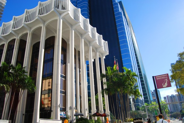 Virginia Duran Blog- 23 Spots You Shouldn't Miss in Miami If You Love Architecture- Colonnade Plaza-