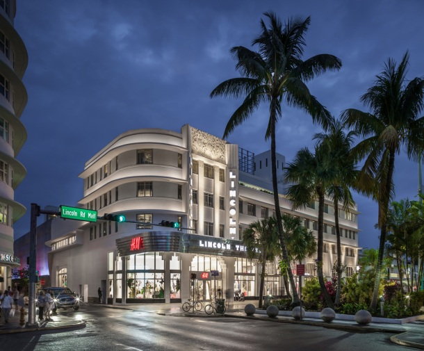 Virginia Duran Blog- 23 Spots You Shouldn't Miss in Miami If You Love Architecture- Lincoln Theater - H&M by Thomas W. Lamb