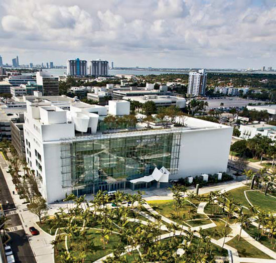 Virginia Duran Blog- 23 Spots You Shouldn't Miss in Miami If You Love Architecture- New World Symphony by Frank Gehry skyline