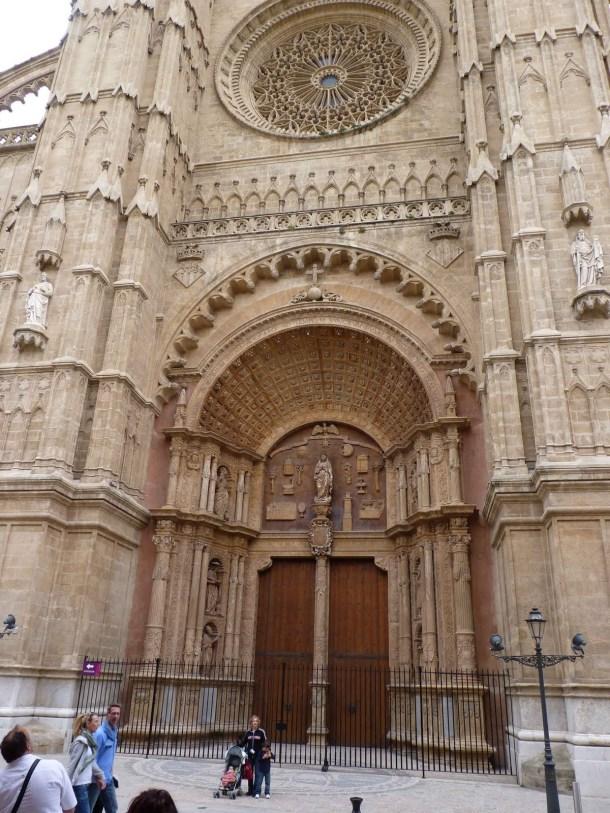 Virginia Duran Blog- Spanish Architecture- Islas Baleares- Catedral Palma de Mallorca- Roseton- Detail
