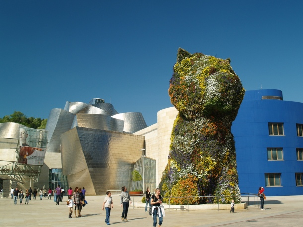 /virginia-duran-blog-spanish-architecture-vizcaya-guggenheim-museum-gehry-dog.jpg