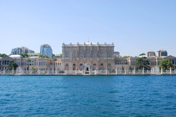 Virginia Duran Blog- 10 Sites To Take The Best Skyline Pictures in Istanbul- Bosphorus Cruise- Dolmabace Palace