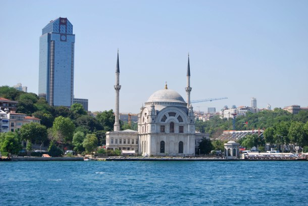 Virginia Duran Blog- 10 Sites To Take The Best Skyline Pictures in Istanbul- Bosphorus Cruise- Ortakoy Mosque