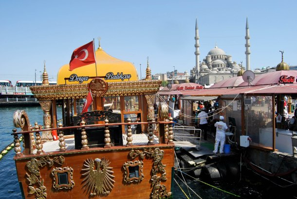 Virginia Duran Blog- 10 Sites To Take The Best Skyline Pictures in Istanbul- Galata Bridge-