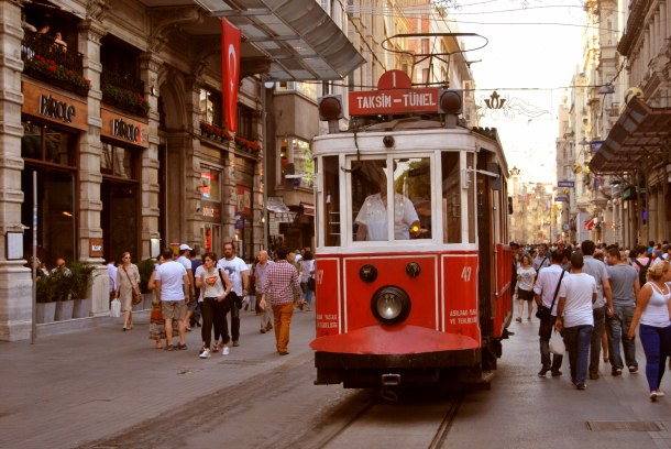 Virginia Duran Blog- 10 Sites To Take The Best Skyline Pictures in Istanbul- İstanbul İstiklal Cd Taksim