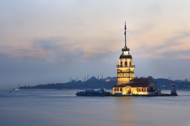 Virginia Duran Blog- 10 Sites To Take The Best Skyline Pictures in Istanbul- Maiden's Tower-