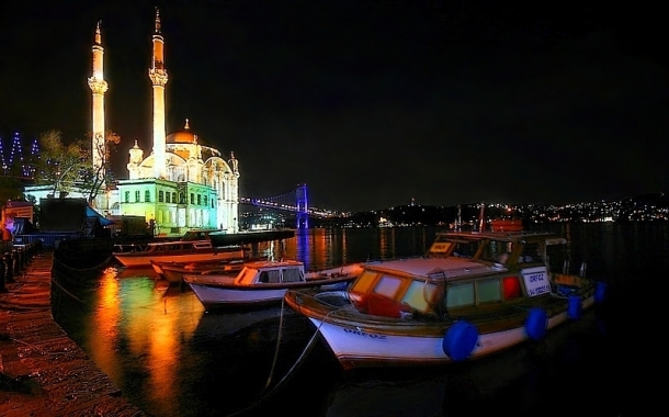 Virginia Duran Blog- 10 Sites To Take The Best Skyline Pictures in Istanbul- Ortaköy Mosque-night