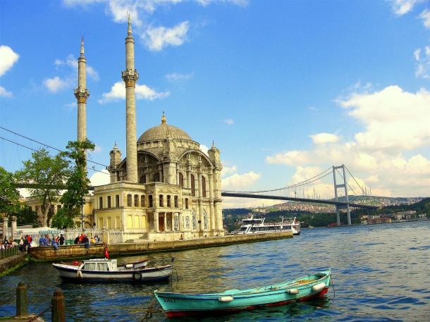 Virginia Duran Blog- 10 Sites To Take The Best Skyline Pictures in Istanbul- Ortaköy Mosque