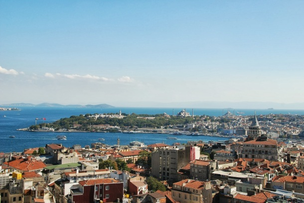 Virginia Duran Blog- 10 Sites To Take The Best Skyline Pictures in Istanbul- The Marmara Pera Hotel- Mikla Rooftop