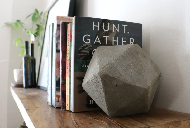 Virginia Duran Blog- 12 Cool Concrete and Cement DIY Designs- Bookends
