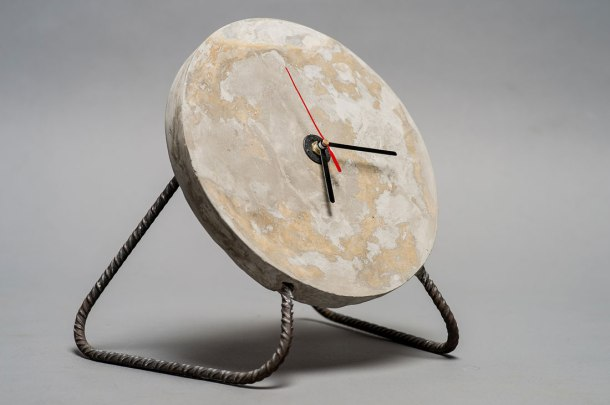 Virginia Duran Blog- 12 Cool Concrete and Cement DIY Designs- Clock