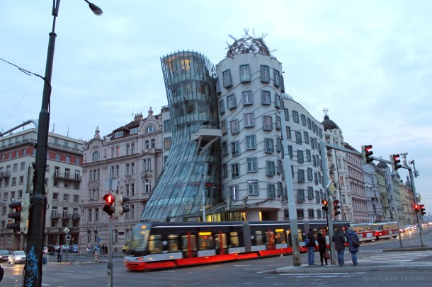 virginia-duran-prague-frank-gehry-dancing-house-wallpaper