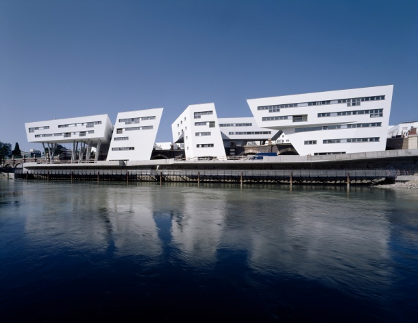 virginia-duran-blog-vienna-architecture-housing-by-zaha-hadid